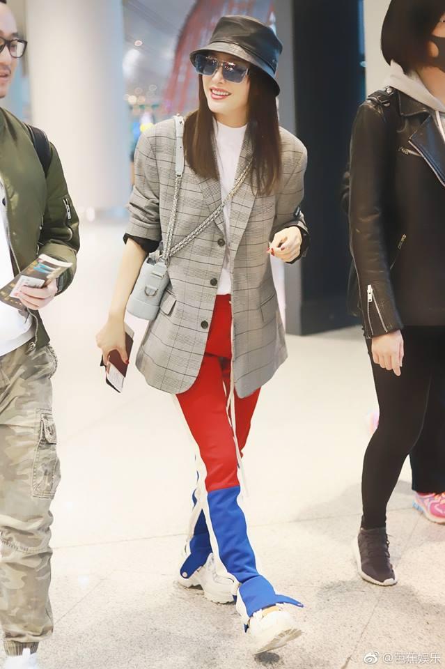 Quên hình ảnh yêu kiều đi, Tần Lam cực ngầu khi học tập kiểu mặc quần bất cần đời của Justin Bieber - Hình 2