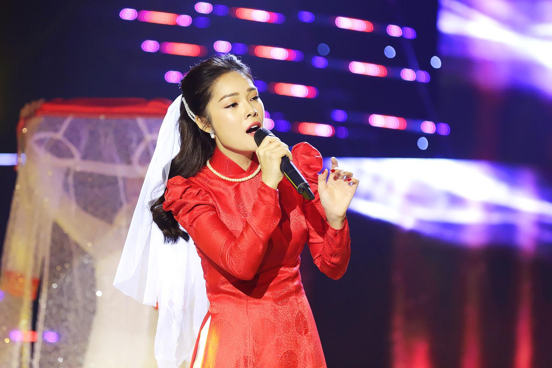 Bất đồng với đạo diễn Vũ Trần, Dương Cẩm Lynh chia tay Tình Bolero 2019 - Hình 3