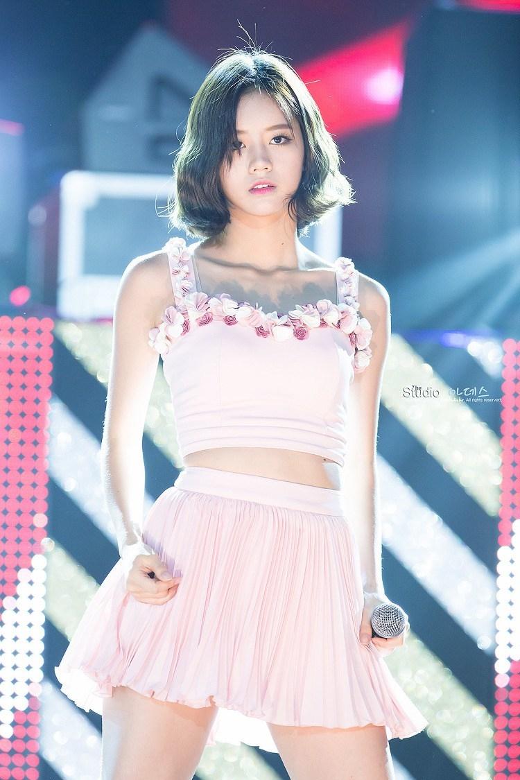 Những nữ thần tượng Kpop sở hữu đôi vai ngang 90 độ tuyệt đẹp khiến người hâm mộ say đứ đừ - Hình 12