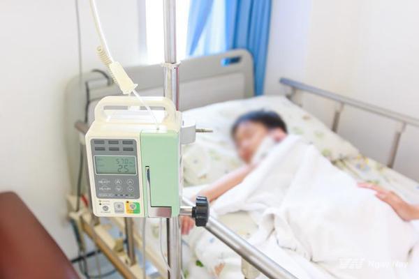 Bé 18 tháng tuổi bị co giật, tím tái vì cha mẹ bù nước sai khi bị tiêu chảy và lời khuyên của bác sĩ về cách dùng Oresol đúng chuẩn - Hình 1
