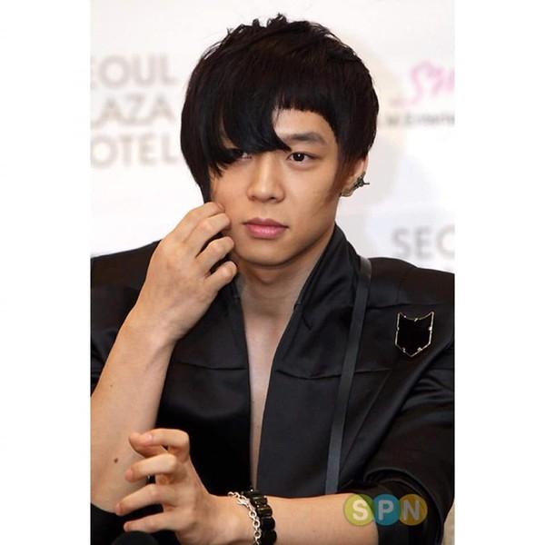 Cạn lời với những kiểu tóc lạ lùng từng gây bão một thời của nam thần Kpop - Hình 3
