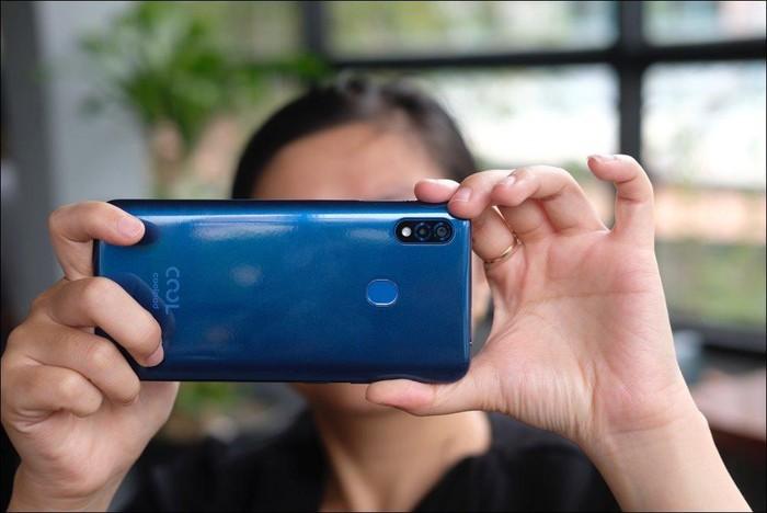 Hình ảnh và video mở hộp Coolpad N5, màn hình giọt nước, camera kép, giá 2,99 triệu đồng - Hình 3