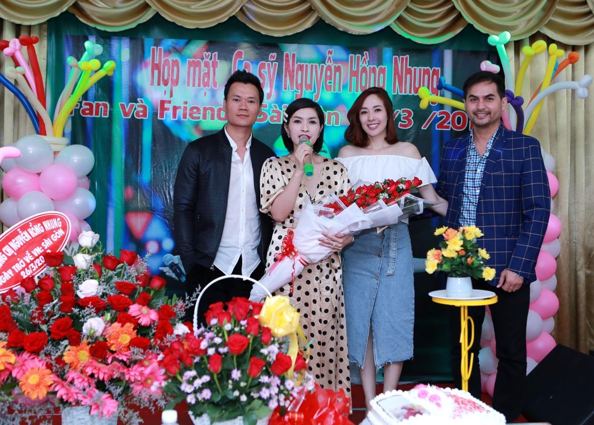 Nguyễn Hồng Nhung hạnh phúc trong vòng tay người hâm mộ tại buổi họp fans - Hình 11