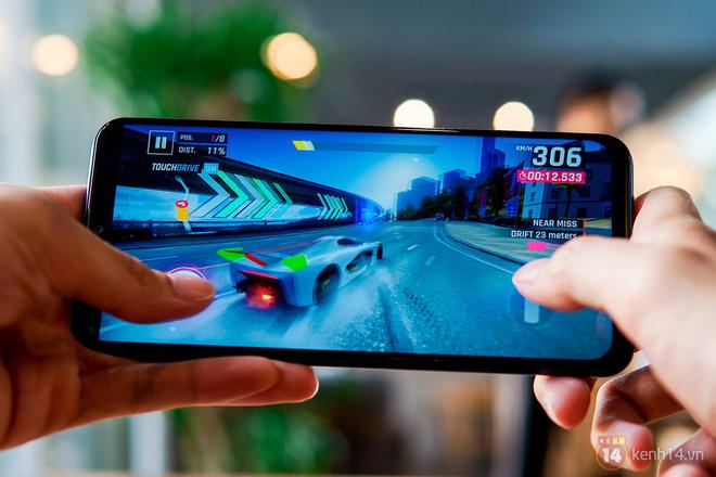 Đánh giá Galaxy M20: Dù là game thủ, hội cày phim hay tám xuyên ngày đêm, ai cũng tìm thấy thứ mình cần - Hình 2