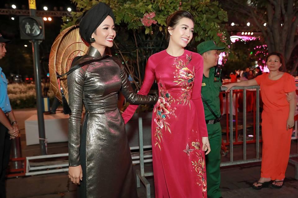 Người hâm mộ hết lời khen ngợi tạo hình của H'Hen Niê tại Lễ hội áo dài 2019 - Hình 12