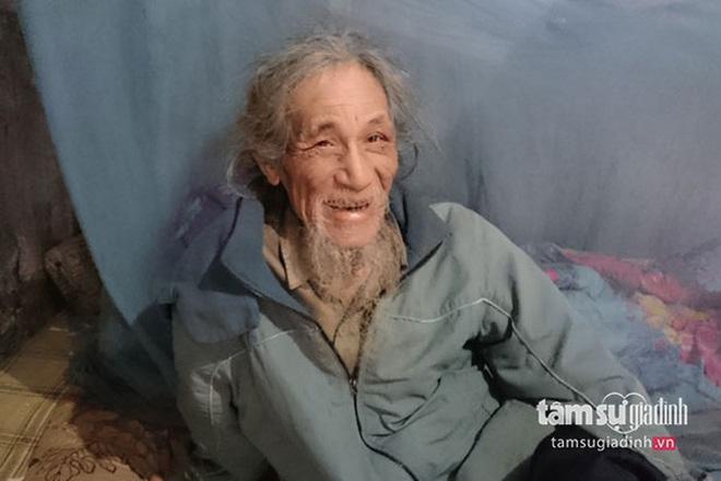 Xôn xao hình ảnh cụ ông có mái tóc dài qua mông 70 năm không tắm rửa, gội đầu - Hình 2