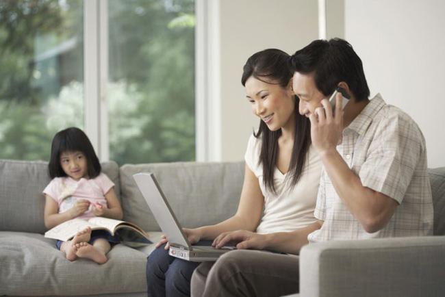 Con ước gì mình là chiếc điện thoại di động kia, để bố mẹ dành thời gian bên con nhiều hơn - Hình 2