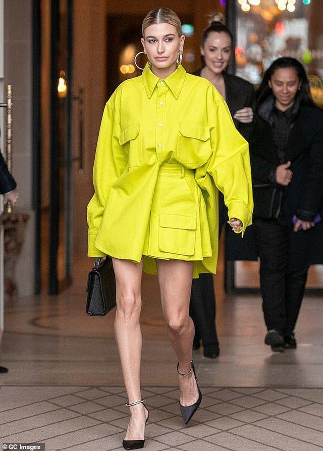 Dự tuần lễ thời trang Paris, vợ Justin Bieber thay 4 bộ đồ một ngày - Hình 2