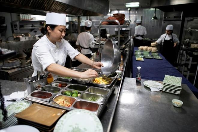 Hậu trường chuyện bếp núc phục vụ ẩm thực Lãnh đạo Mỹ - Triều - Hình 2