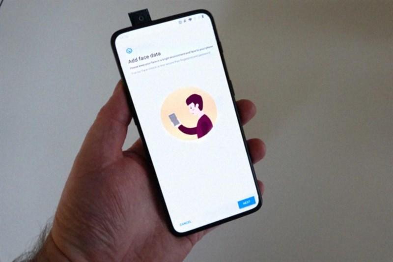 OnePlus 7 màn hình không viền, camera pop-up lộ ảnh thực tế - Hình 1