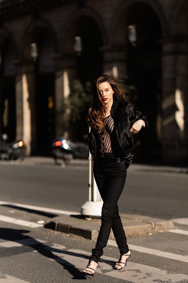 Hà Hồ phô trương ngực trần, Quỳnh Anh Shyn phải mượn áo để 'chinh chiến' street style với dàn sao quốc tế tại Paris - Hình 2