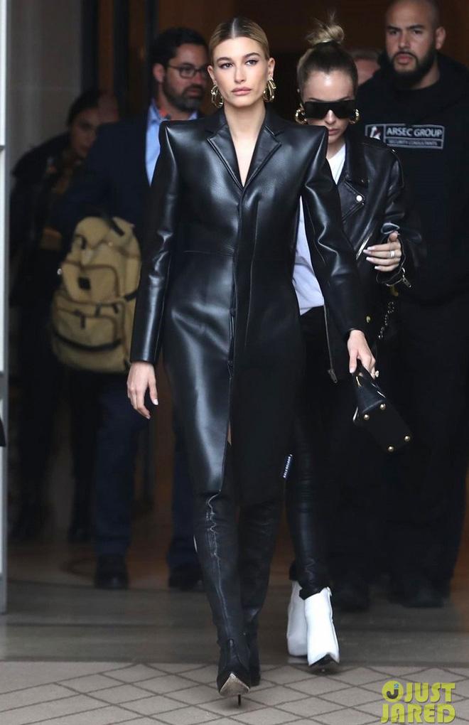 Hà Hồ phô trương ngực trần, Quỳnh Anh Shyn phải mượn áo để 'chinh chiến' street style với dàn sao quốc tế tại Paris - Hình 15