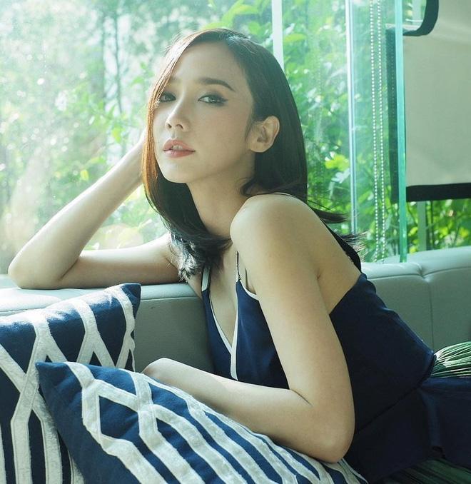 Cắt phăng tóc dài thướt tha, chị đại đẹp nhất nhì Thái Lan cho biết thế nào là đỉnh cao hack tuổi dù đã U50 - Hình 7
