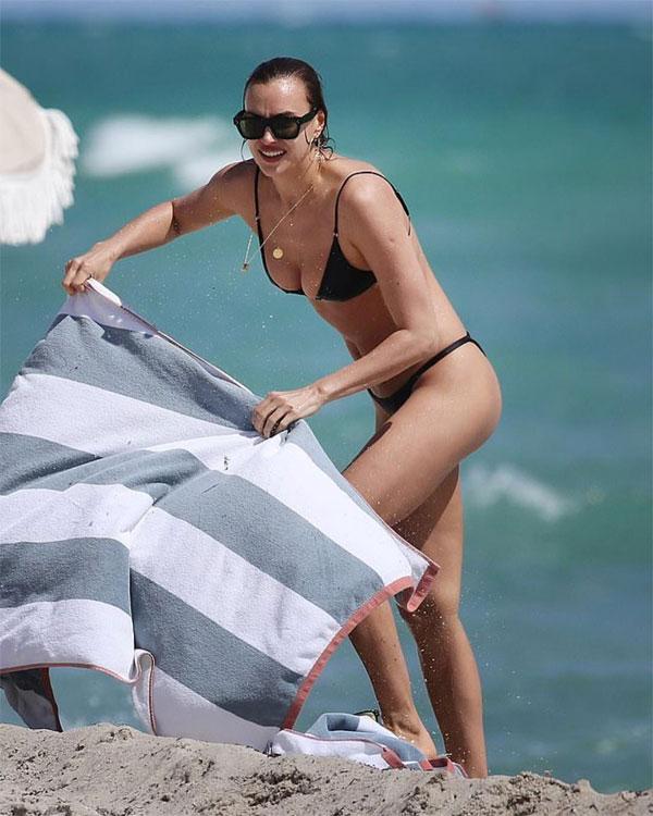 Irina Shayk diện bikini nhỏ xíu tắm biển - Hình 5