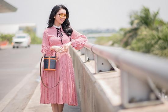 Hoa hậu Huỳnh Vy hóa quý cô thanh lịch giữa sân bay - Hình 5