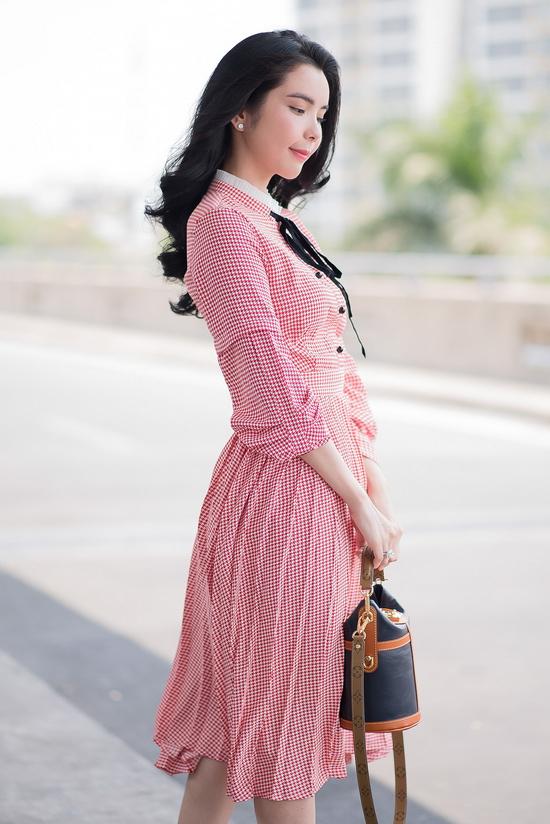Hoa hậu Huỳnh Vy hóa quý cô thanh lịch giữa sân bay - Hình 8