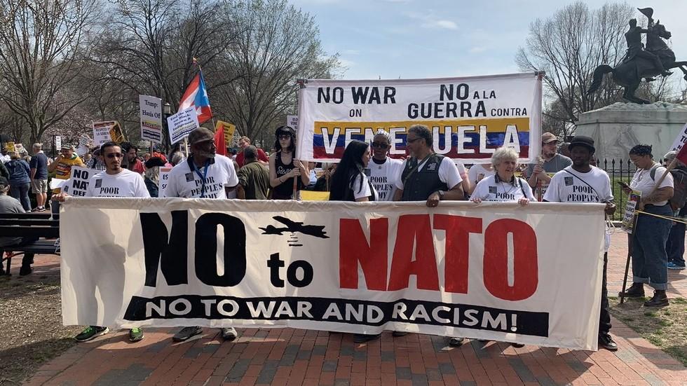 Biểu tình rầm rộ tại Washington D.C phản đối NATO và Mỹ can thiệp vào Venezuela - Hình 1