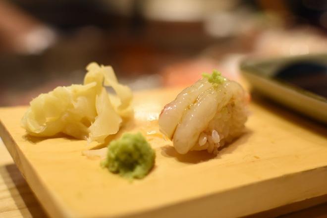 Có những nhà hàng sushi ít chỗ ngồi nhất thế giới, khiến thực khách phải chiến nhau khốc liệt hòng giành một suất - Hình 13