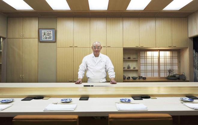 Có những nhà hàng sushi ít chỗ ngồi nhất thế giới, khiến thực khách phải chiến nhau khốc liệt hòng giành một suất - Hình 3