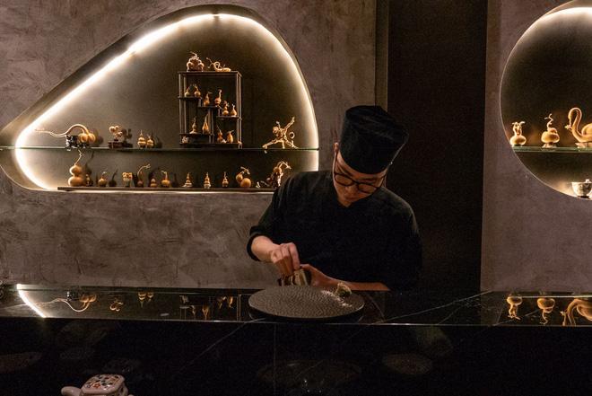 Có những nhà hàng sushi ít chỗ ngồi nhất thế giới, khiến thực khách phải chiến nhau khốc liệt hòng giành một suất - Hình 7