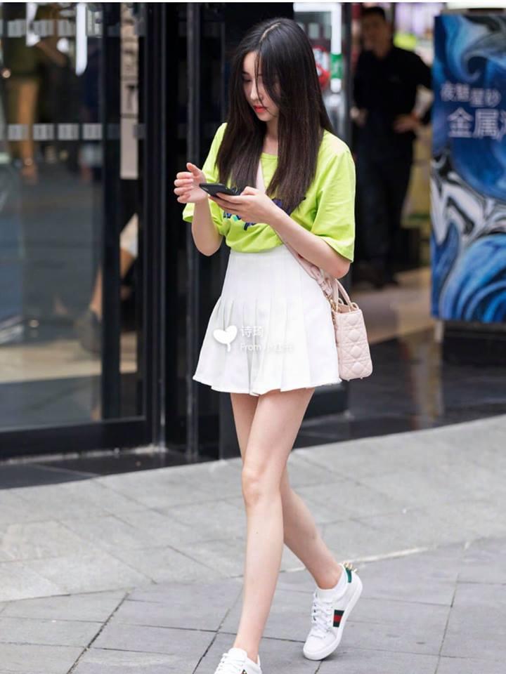 Mùa hè đến rồi, học cách mix đồ từ streetstyle của giới trẻ Trung Quốc thôi - Hình 2