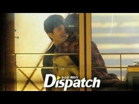 Náo loạn loạt tin tức Kbiz siêu nóng: Lee Dong Wook - Song Ji Hyo hẹn hò, lộ ảnh G-Dragon gặp Sơn Tùng trong quân ngũ - Hình 2