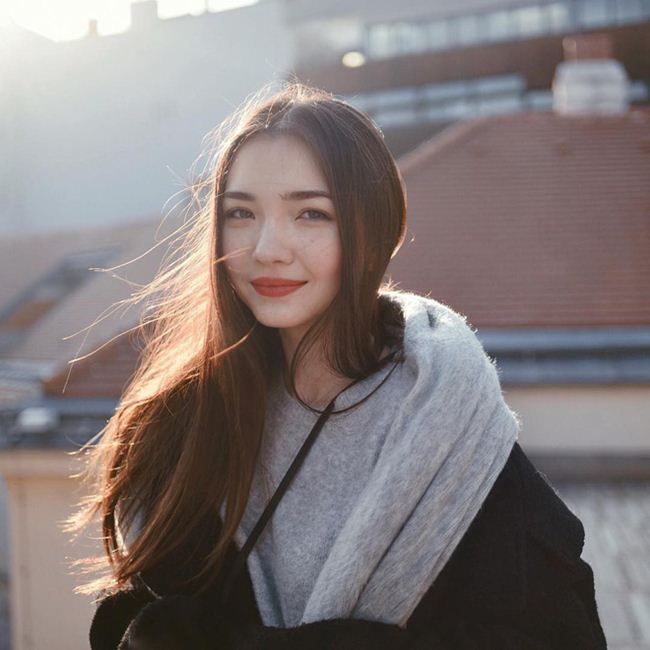 Nữ sinh Kazakhstan: Mặt xinh như tiên, eo kiến càng và vòng 3 cong vút - Hình 12