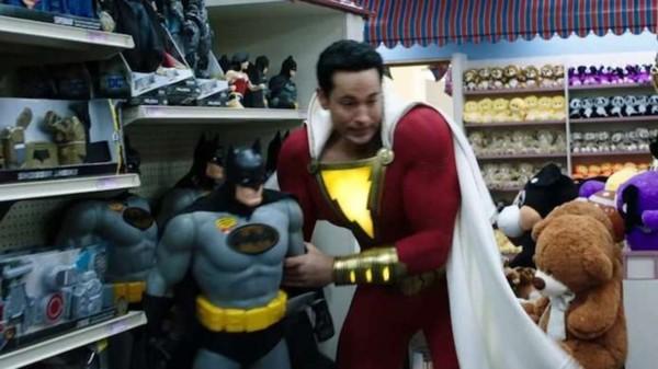 Shazam!: Siêu anh hùng phiên bản trẻ trâu hay bộ phim... giáng sinh chiếu sớm nửa năm - Hình 7