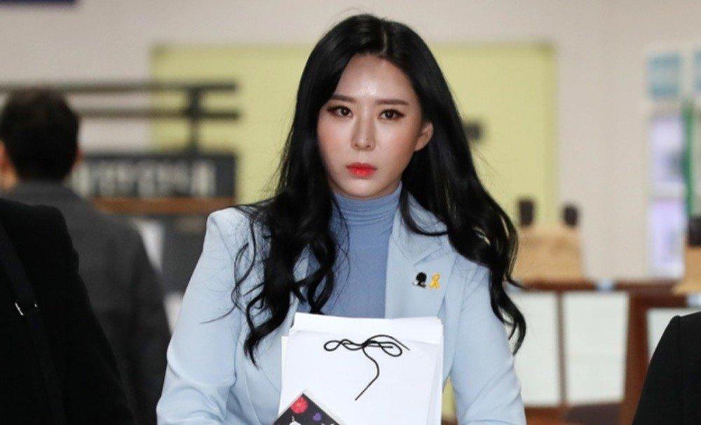 Song Hye Kyo chụp ảnh đáng yêu hết nấc bên hội bạn thân, thậm chí cả tiểu tam tin đồn cũng góp mặt - Hình 4