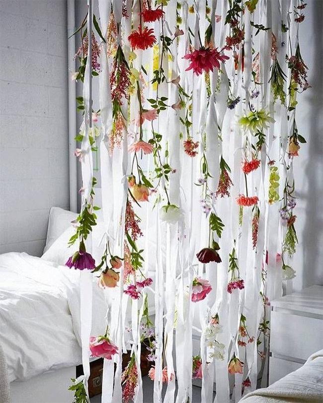 Trang trí giường cưới đẹp ngọt ngào và lãng mạn với hoa tươi - Hình 20
