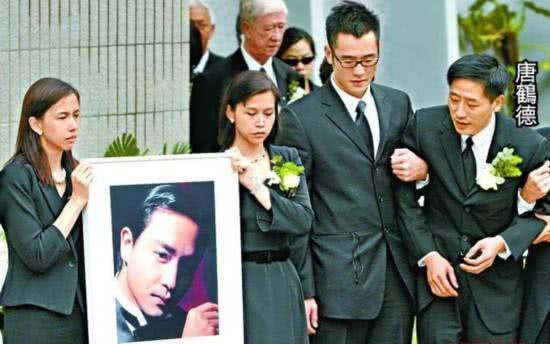Vì người phụ nữ này, 16 năm trước không một tờ báo nào chụp được bức ảnh dung nhan của Trương Quốc Vinh khi tự vẫn - Hình 5