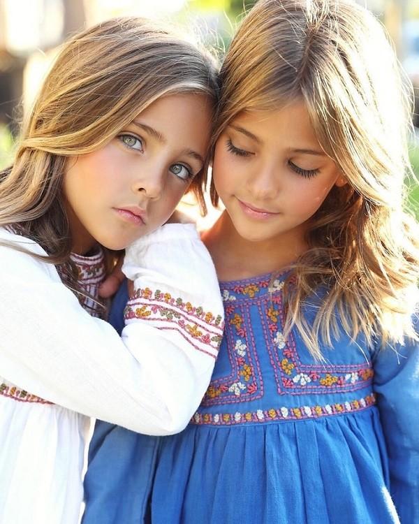 Lộ diện cặp mẫu nhí song sinh đẹp nhất thế giới, ai nhìn cũng ao ước đẻ sinh đôi! - Hình 2