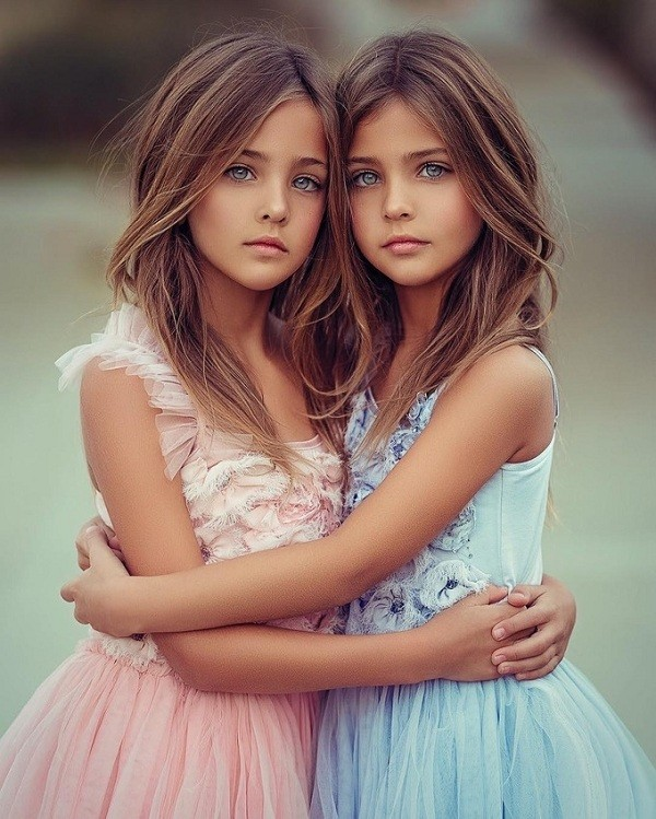Lộ diện cặp mẫu nhí song sinh đẹp nhất thế giới, ai nhìn cũng ao ước đẻ sinh đôi! - Hình 3
