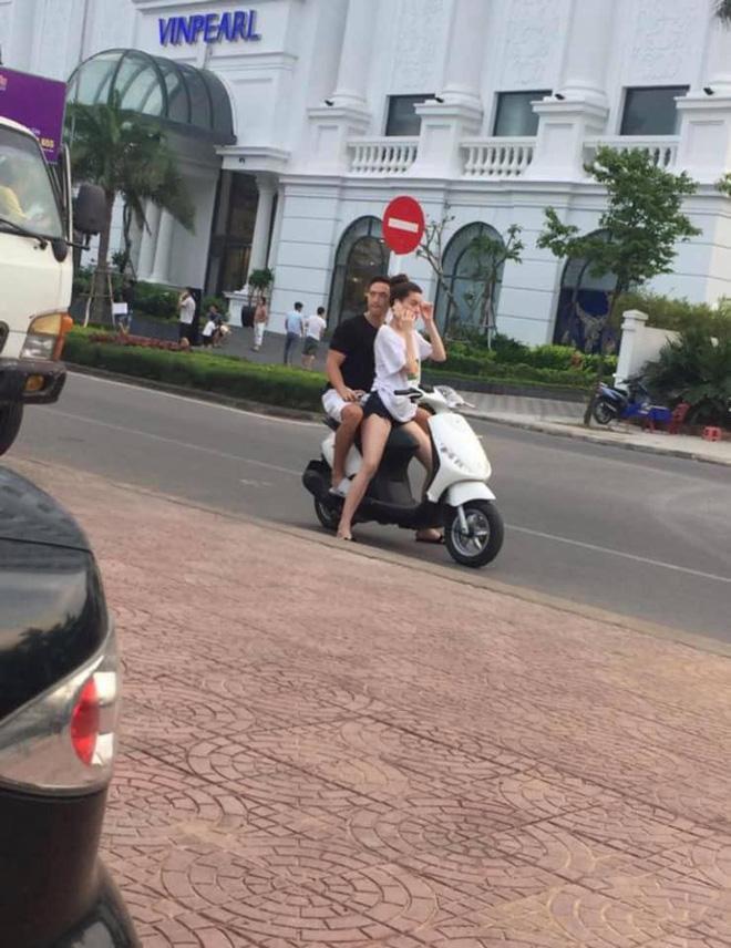 Hồ Ngọc Hà chở Kim Lý bằng xe máy mà không đội mũ bảo hiểm gây tranh cãi - Hình 2