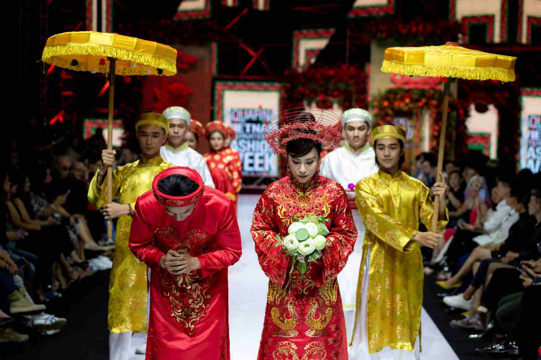 Ngọc Trinh, Diệu Nhi, BB Trần 'đại náo' AVIFW2019 cùng BST thời trang cưới của NTK Bảo Bảo - Thời trang