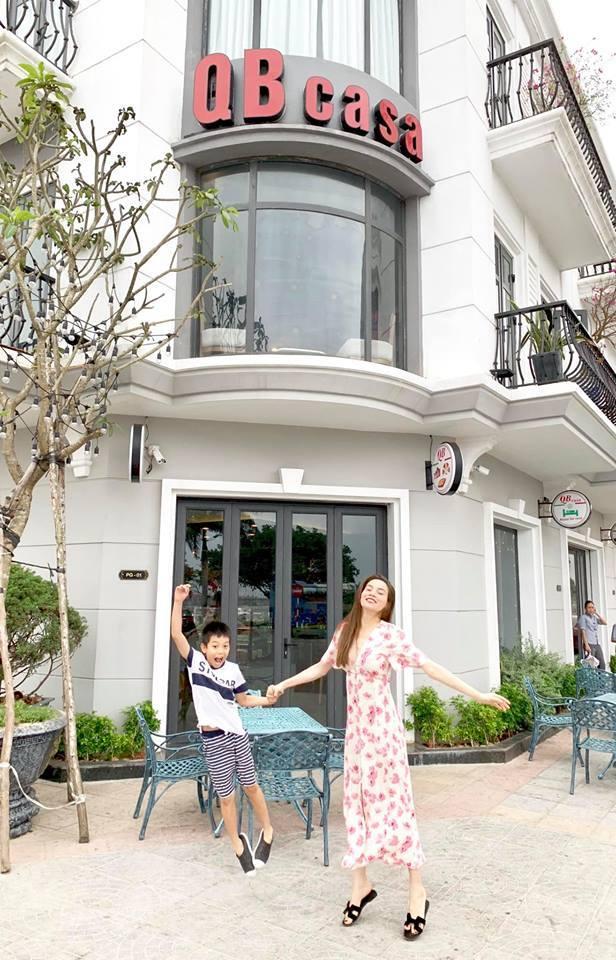 Bố mẹ Kim Lý sang Việt Nam thăm bố mẹ Hồ Ngọc Hà - Hình 3