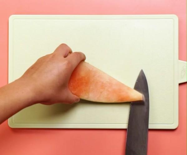 Gọt dưa hấu các mẹ đừng vứt cùi, làm món salad này ăn ngon mà giảm cân chuẩn lắm! - Hình 1