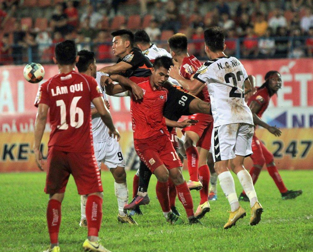 Loạt tình huống xấu xí trong trận Hải Phòng - Đà Nẵng bị đưa lên diễn đàn bóng đá lớn nhất thế giới - Hình 2