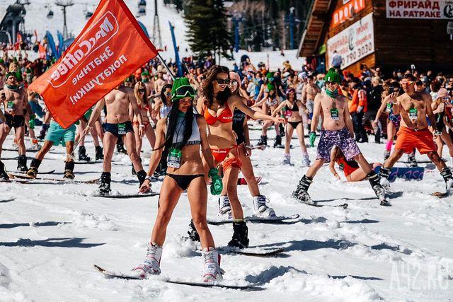 Mặc cái lạnh 15 độ C, hàng trăm cô gái xinh diện bikini trượt tuyết ở Nga - Hình 3