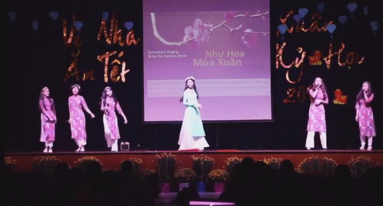 Nhìn con gái Quyền Linh làm vedette bên bạn bè trang lứa mới càng thấy thần thái của một hoa hậu tương lai - Hình 2
