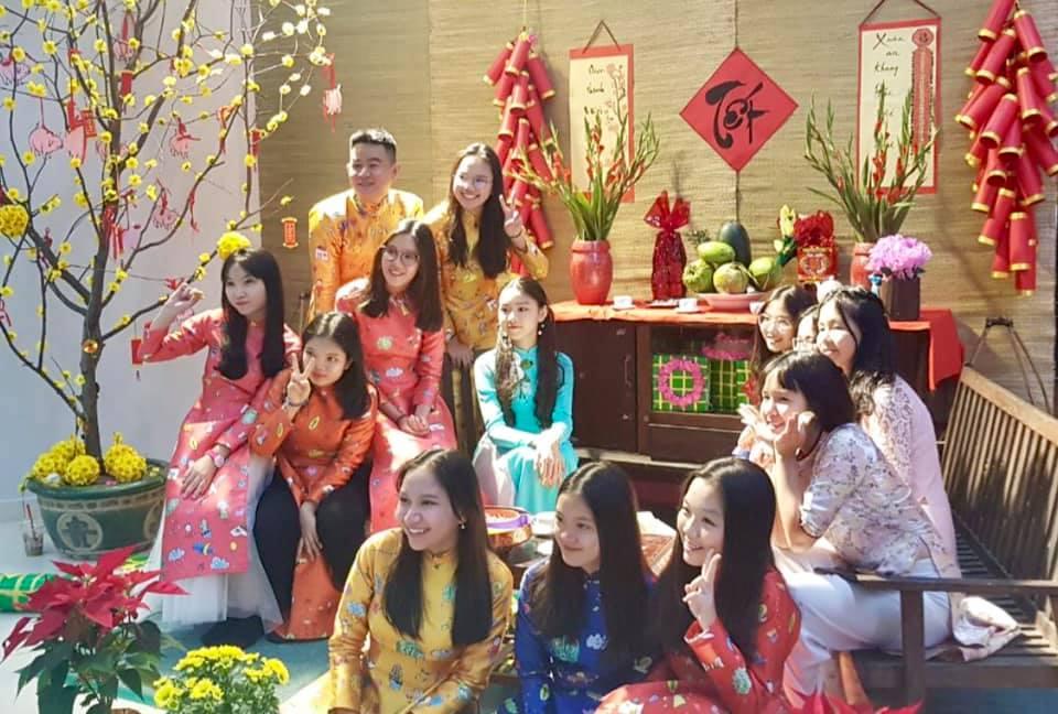 Nhìn con gái Quyền Linh làm vedette bên bạn bè trang lứa mới càng thấy thần thái của một hoa hậu tương lai - Hình 4