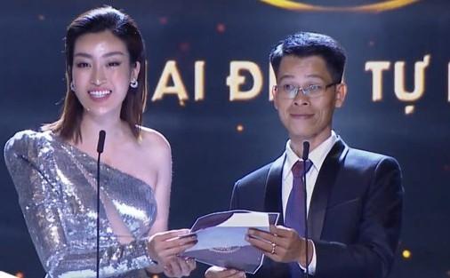 Clip: Hoa hậu Đỗ Mỹ Linh nhầm lẫn tai hại, dõng dạc gọi Hà Anh Tuấn là nữ ca sĩ trên sóng trực tiếp - Hình 1