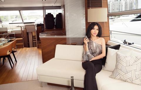Hoa hậu hàng không thả dáng bên du thuyền triệu đô - Hình 5