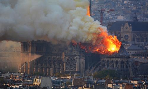 Nhà báo Trương Anh Ngọc: Tim nhói đau khi Nhà thờ Đức Bà cháy rụi - Hình 3