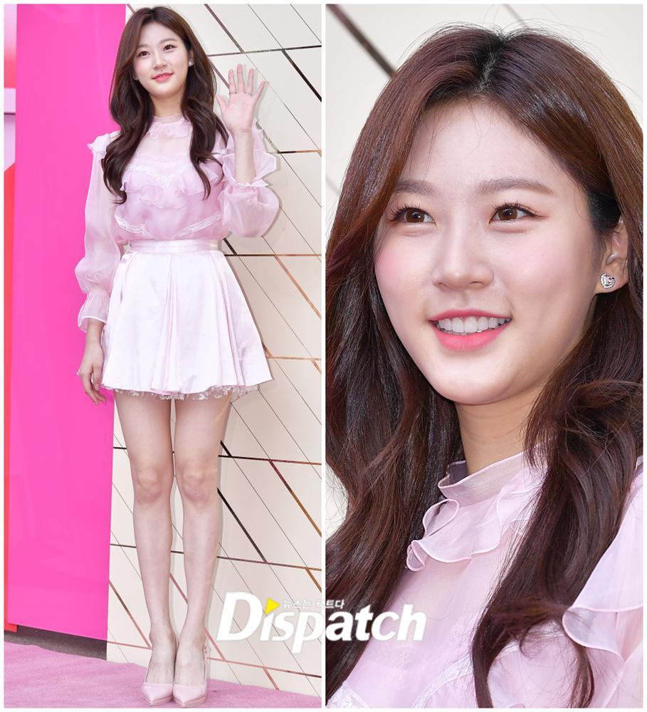 Sao nhí đình đám Kim Sae Ron khoe nhan sắc xinh đẹp, chân dài thẳng tắp ở tuổi 18 - Hình 1