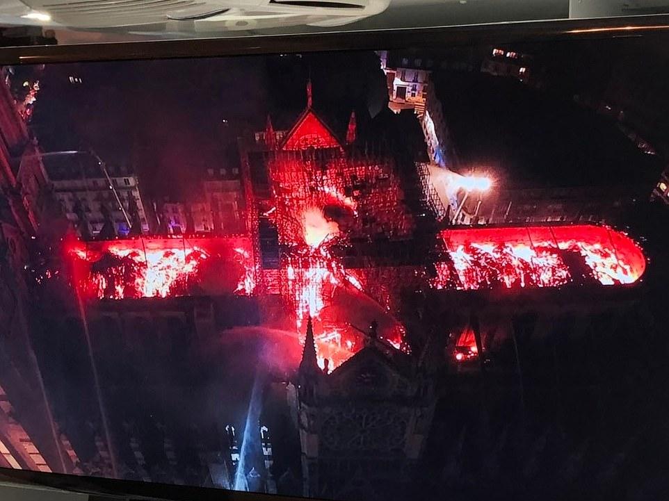 Toàn cảnh hiện trường cháy Nhà thờ Đức Bà Paris - Hình 8