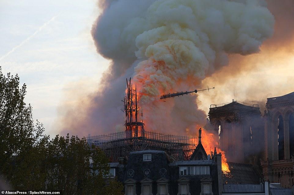 Tổng thống Pháp thề xây dựng lại nhà thờ Đức Bà, nhưng chuyên gia cảnh báo điều tồi tệ - Hình 1