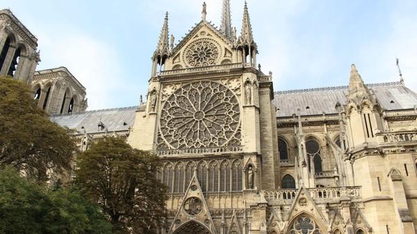 Trước vụ cháy kinh hoàng, mọi người tưởng nhớ hình ảnh Nhà Thờ Đức Bà Paris trong những phim Hollywood - Hình 16