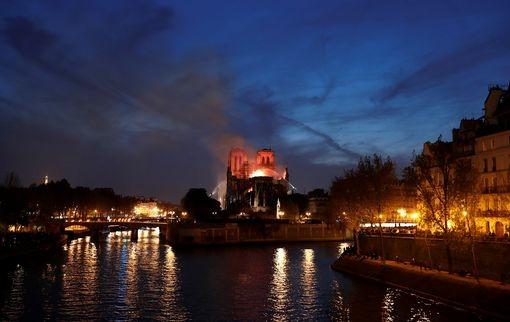 Trước vụ cháy kinh hoàng, mọi người tưởng nhớ hình ảnh Nhà Thờ Đức Bà Paris trong những phim Hollywood - Hình 7