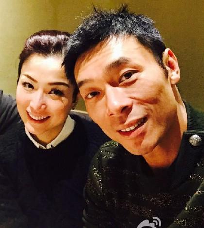 Vụ ngoại tình chấn động TVB: Toàn cảnh buổi xin lỗi của Hứa Chí An, cúi gập người khóc lóc thừa nhận vụng trộm với Á hậu Hong Kong - Hình 5